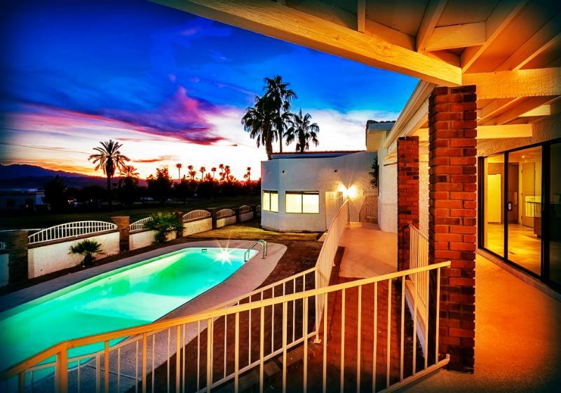 POOL DECK EVENING - BEAUTIFUL! On Golf Course w/Pool & RV/Boat Garage! - Lake Havasu City - rentals