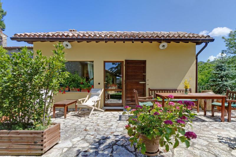 LA CASETTA - 7 miles from central Spoleto - Image 1 - Spoleto - rentals