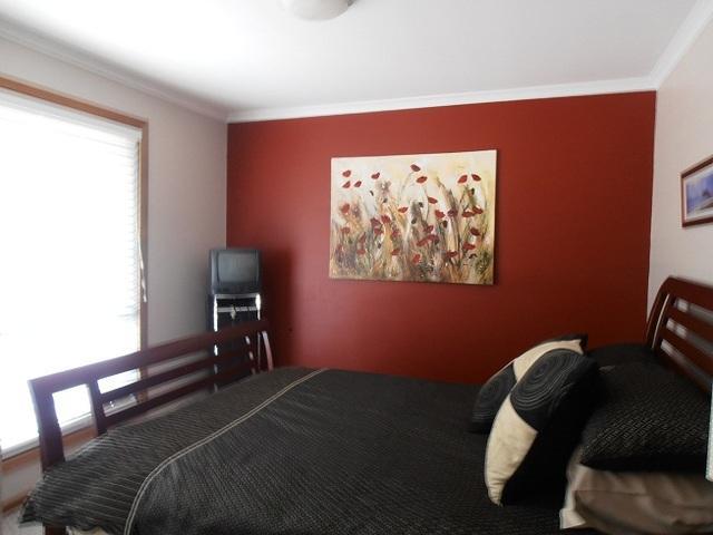 Main bedroom - Charming cottage coastal retreat - Moruya - rentals