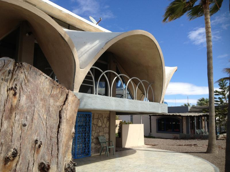 Unique & Artistic Casa Concha on Bahia Kino beach - Image 1 - Bahia Kino - rentals