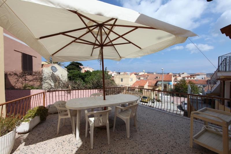 25 m2 terrace on the rooftops of the village old town - 3-room with a beatiful terrace 50m from harbor - La Maddalena - rentals
