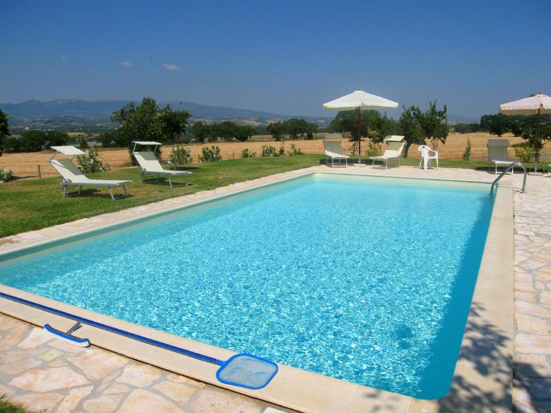 Large pool, shared only by family owners, at times.. - Monastery Suites: B - 1 hr to Rome - Spoleto - rentals
