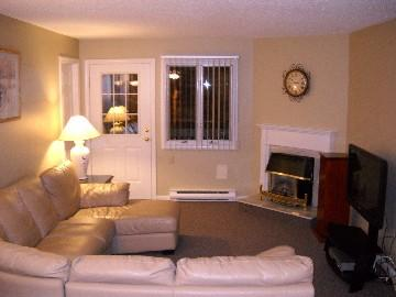 "Living Room with Fireplace and 50"" LED TV - Loon Inn 2-wifi,a/c,,FP,Pools-Health Club-Specials - Lincoln - rentals"