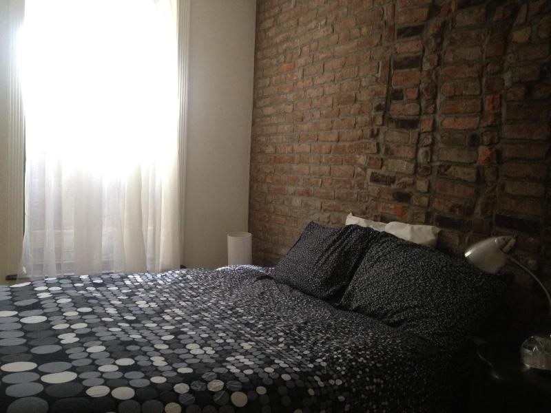 Bedroom (queen bed) - Midtown apt for 4 next to UN-Fun area - New York City - rentals