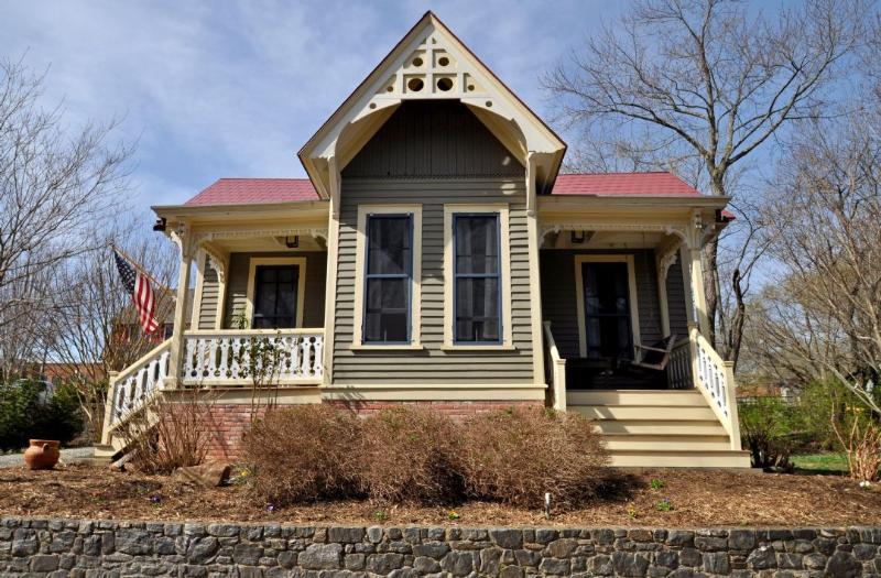 Sallie Lee Cottage ~ Exterior - Sallie Lee Cottage - Asheville - rentals