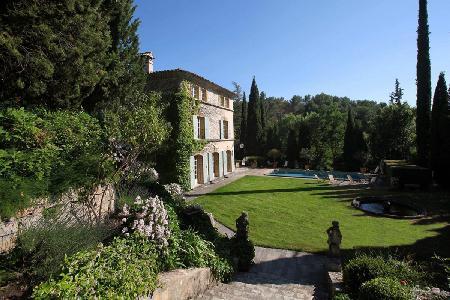 Charming Villa La Provencale offers a swimming pool, gazebo and housekeeping - Image 1 - Aix-en-Provence - rentals
