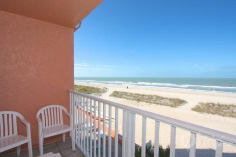 Private balcony overlooking Treasure Island Beach off the Gulf of Mexico - 318 - Island Inn - Treasure Island - rentals