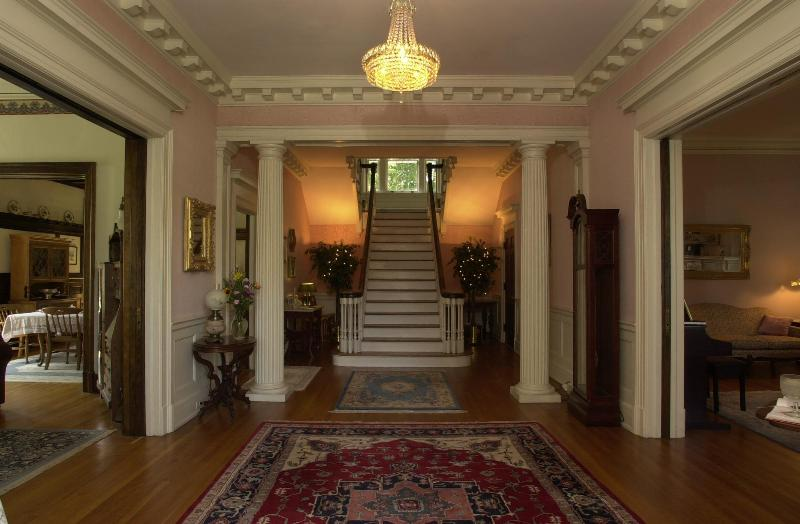 Front Foyer- Welcome to Federal Crest - Federal Crest Inn B&b - An Elegant Inn In C. Va - Lynchburg - rentals