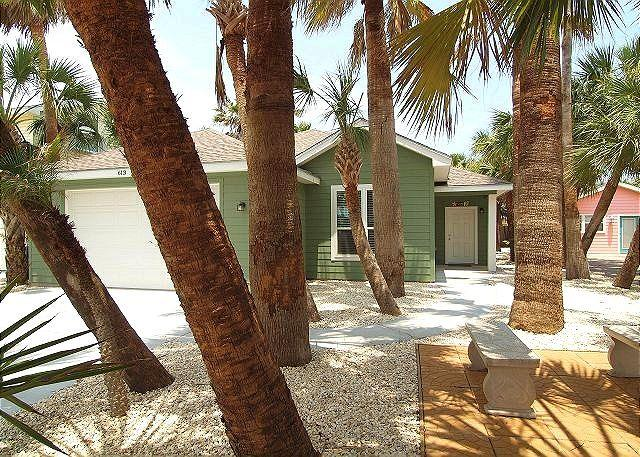 Whispering Palm located blocks from the beach, *FREE GOLF CART, WiFi - Image 1 - Port Aransas - rentals
