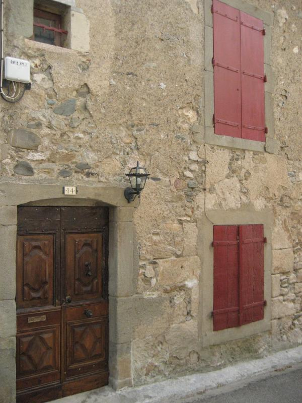 The House - LE CELLIER  - 3 Storey Stone House in Medieval Village - Caunes-Minervois - rentals