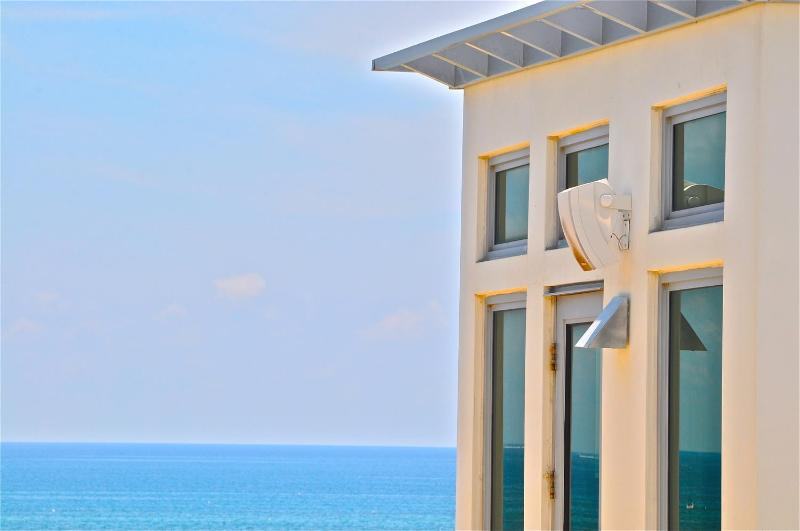 Fabulous contemporary townhome 2 steps from the beach! - Image 1 - Pompano Beach - rentals