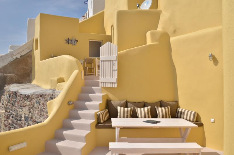 The terrace diner table - Lava House - Santorini - rentals