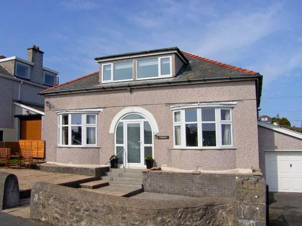 PENMAEN, detached cottage, family and pet-friendly, Smart TV, close to beach, in Benllech, Ref 27252 - Image 1 - Benllech - rentals
