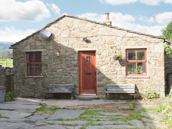 WAGON HOUSE, stone-built, detached cottage, pet-friendly, romantic retreat, woodburner, in hamlet location, near Horton-in-Ribblesdale, Ref 30098 - Image 1 - Horton-in-ribblesdale - rentals
