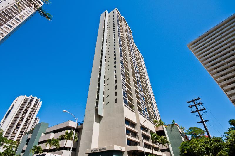 Cozy 1 Bed/1Bath Waikiki Sunset Vacation Rental - Image 1 - Honolulu - rentals