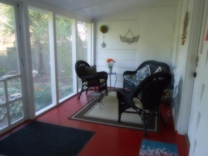 A quiet place for tea or coffee! - Just Like Heaven Carriage House - Winchester - rentals