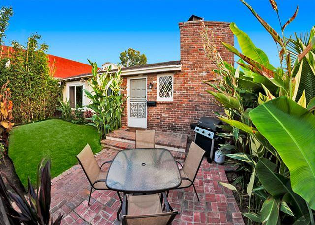 Tropically landscaped Windansea private home. - Charming Windansea Beach Cottage with private yard - La Jolla - rentals