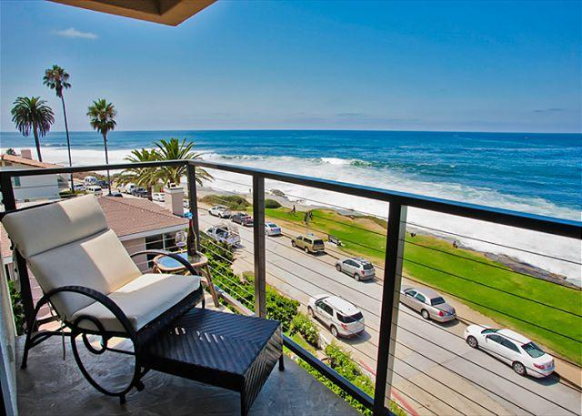 Enjoy panoramic ocean views from your private balcony - Ocean view penthouse suite in the heart of the Village - La Jolla - rentals