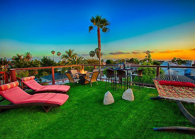 Guests have exclusive access to the private large ocean view roof deck with lounge chairs, fire pit, hammock, and seating for four people. - 17% OFF JAN Ocean view deck w/firepit, private spa, game room, steps to beach - La Jolla - rentals