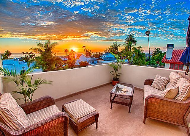 Enjoy amazing sunsets from the upper deck. - Sea Lane Sand Dollar - stroll to Marine Street beach - La Jolla - rentals