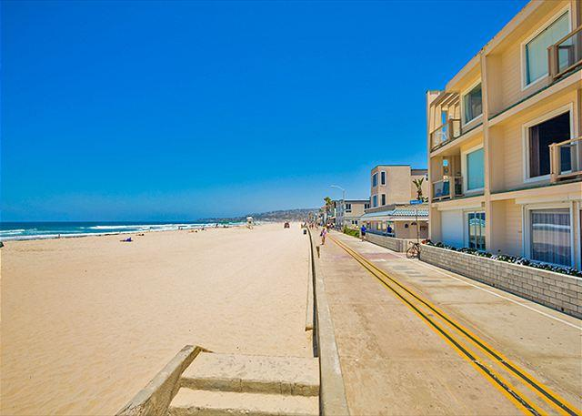 Panoramic ocean views from this third floor unit. - 17% OFF JAN - Oceanfront condo with stunning ocean, beach, and sunset views - San Diego - rentals