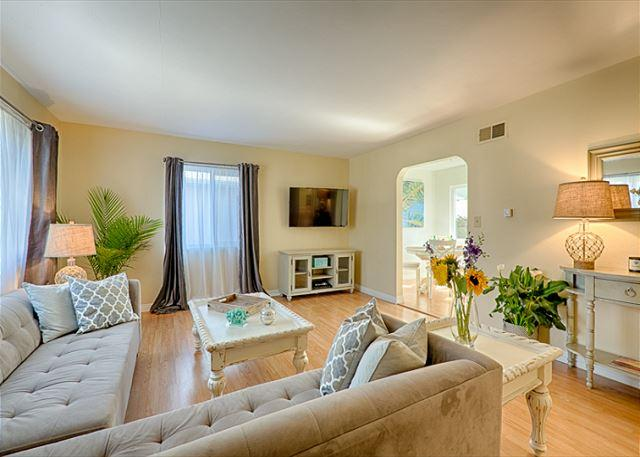 Newly decorated private home in the heart of Windansea Beach - 17% OFF JAN - Newly furnished and tastefully decorated - steps to the beach - La Jolla - rentals