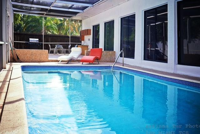 sunny isles beach/pool house/two blocks from beach - Image 1 - Sunny Isles Beach - rentals