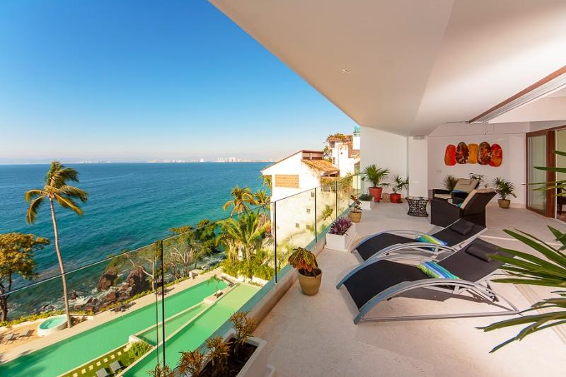 You will never with these sunsets and moonlighting the Pacific - Deluxe Condo, ocean facing in Puerto Vallarta, Mexoico - Puerto Vallarta - rentals