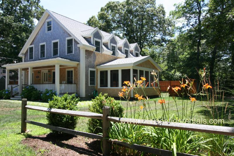 House, Screened Porch and Yard - BURBS - Stylish New Home, Central AC, Wifi, Screened Porch - Oak Bluffs - rentals