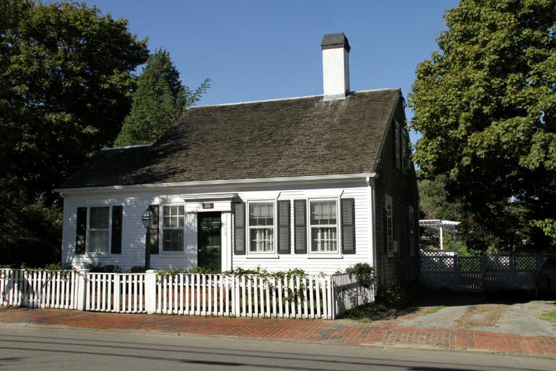 Front of House - CHITJ - In Town, A/C in all bedrooms, Wifi - Edgartown - rentals