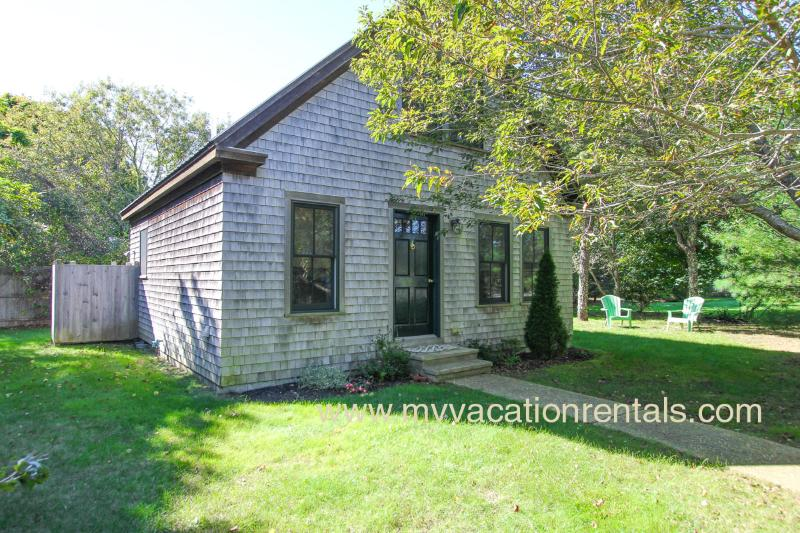 Adorable, spacious one bedroom guest house - FERRP - Adorable Katama Guest House, Bike to South Beach and Edgartown Village Center 1.5 miles to each - Edgartown - rentals