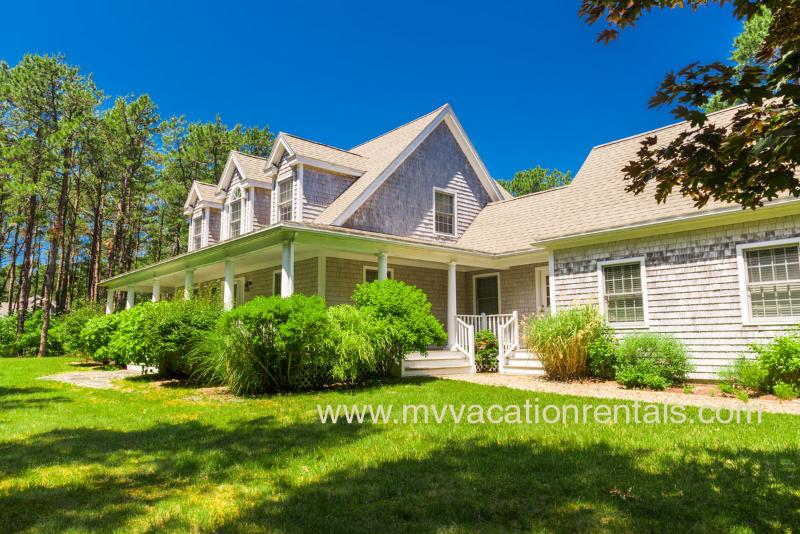 Front of House - WALKS - Tashmoo Cove, Association Pool, Tennis and Beach, Central Air - Vineyard Haven - rentals