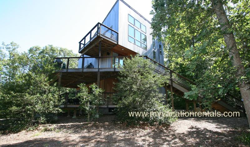Exterior of House - COHEC - Longview Contemporary, A/C, WiFi, Close to Lambert's Cove Beach - West Tisbury - rentals