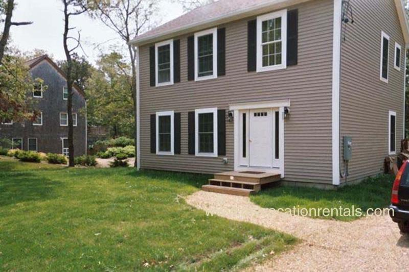 Front of House - CAPES - 1 Mile from Oak Bluffs Center, Room A/C, WiFi - Oak Bluffs - rentals