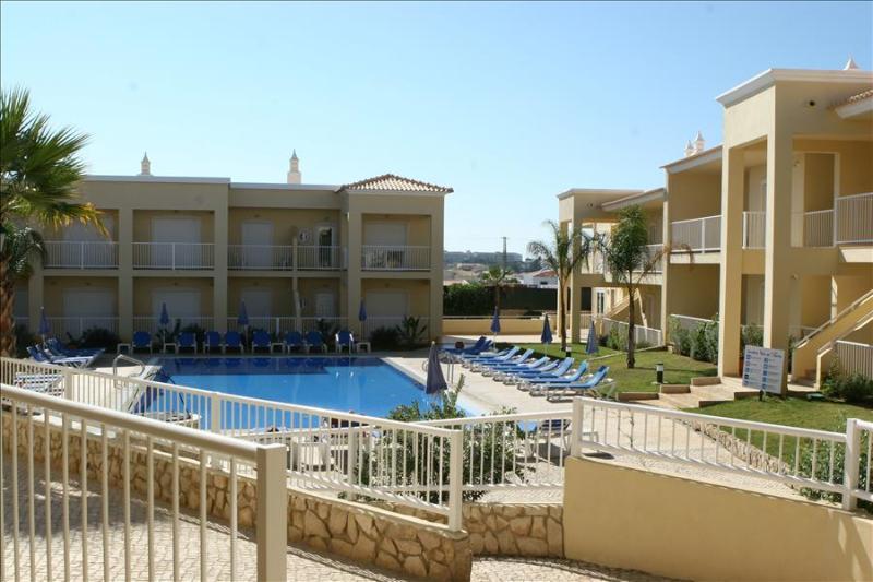 TWO BEDROOM APARTMENT NEAR GALÉ BEACH AND SALGADOS BEACH REF. JVPR109133 - Image 1 - Albufeira - rentals