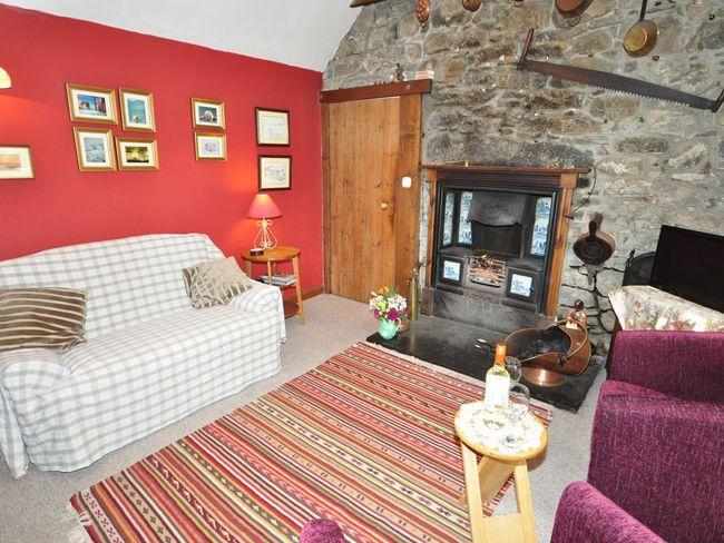 Lounge area - IN542 - Balnain - rentals
