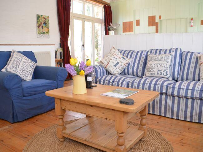 Open-plan lounge with access to patio area - VOLMO - Winsford - rentals
