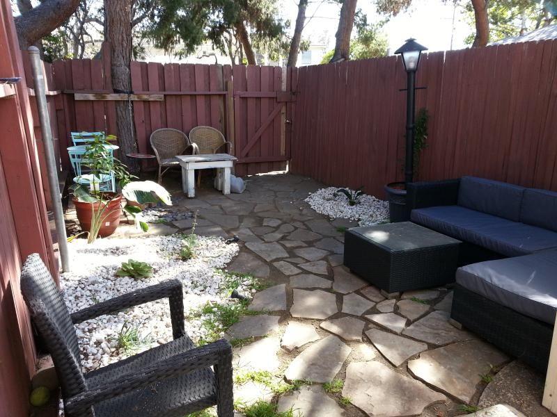 Charming 1bd with Fenced in Front and Backyard!! - Image 1 - Los Angeles - rentals