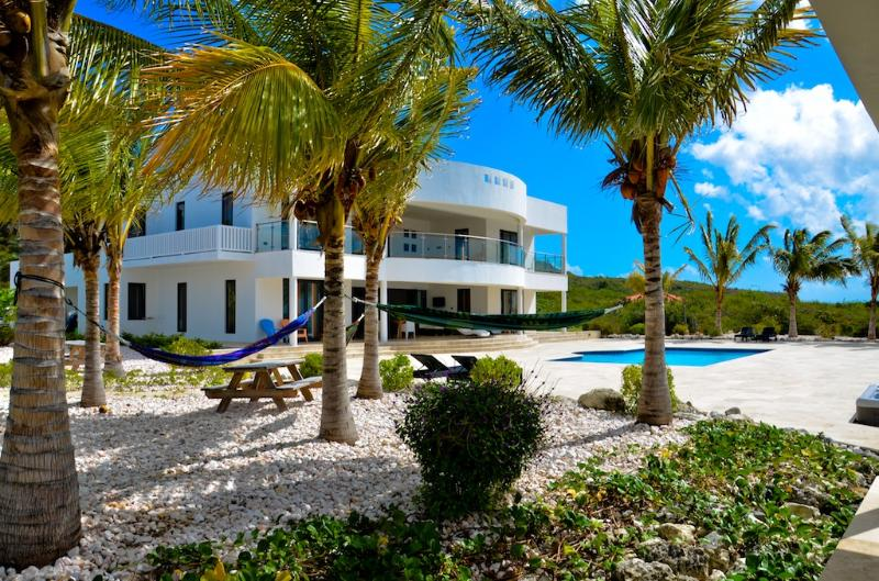Luxury oceanfront villa with homecinema and private beach - Image 1 - Willibrordus - rentals