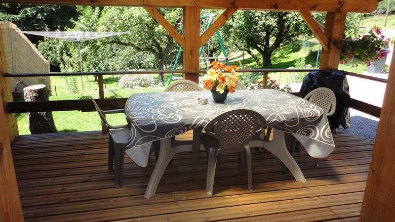 Terrasse couverte vue sur les vergers - Beau chalet tout confort 3* en lisières de forêt - Dommartin-les-Remiremont - rentals