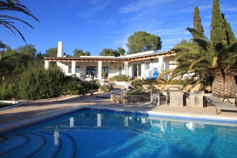 Very private villa, with pool and 25,000 forest, walk to the sea and Sol dén Serra, Amante - Image 1 - San Carlos - rentals