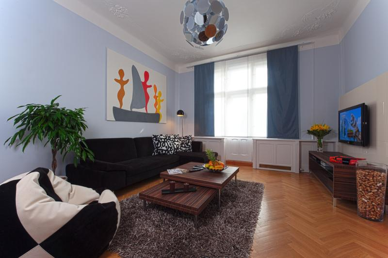 Cozy living area with comfortable seating - Jewish Town - Executive 2bdr | Brehova Residence - Prague - rentals