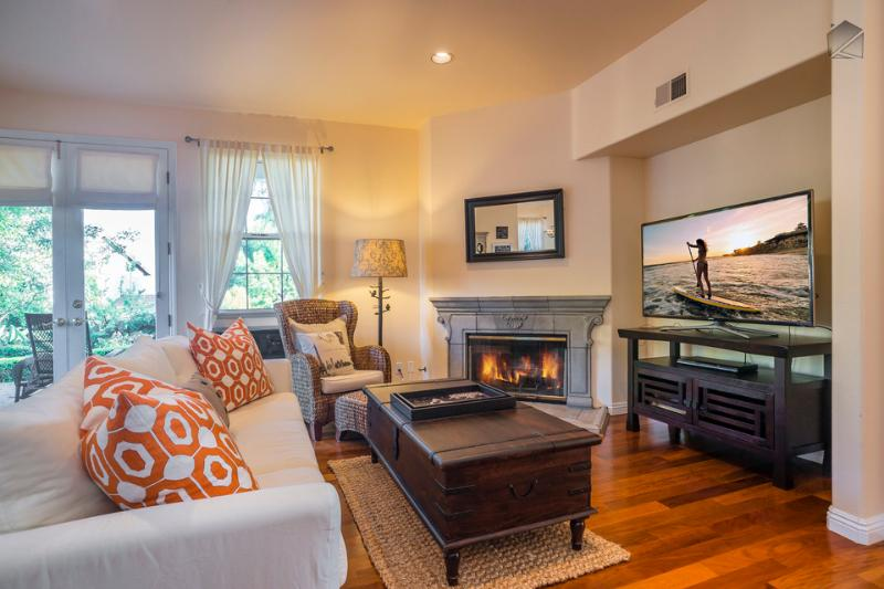 "The first floor great room has a Samsung 55"" flatscreen TV, DVD player, gas fireplace, breakfast nook, and access to the outdoor patio. - Elegant living with an ocean view in the heart of the Mesa-30 night minimum - Casa Turquesa - Santa Barbara - rentals"