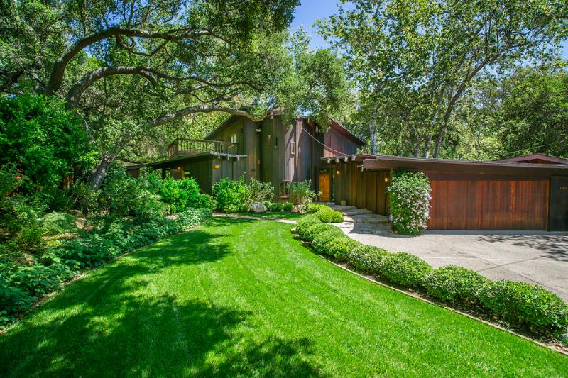 If you love nature, you'll love staying in this one-of-a-kind custom home that blends perfectly into the surrounding landscape filled with oaks, ferns and flowers. - Custom creekside home in beautiful natural setting - Creekside Haven - Santa Barbara - rentals