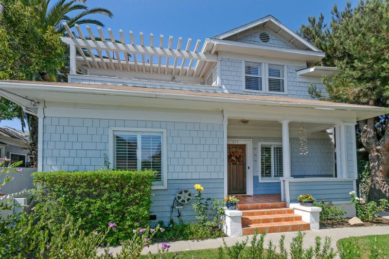 This charming downtown home has a welcoming front porch, gated driveway to the side yard, and the curb appeal of a beach house. - Delightful family home 2 blocks from State Street - Downtown Bungalow - Santa Barbara - rentals