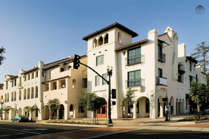 Located in the heart of downtown Santa Barbara, right across from the Paseo Nuevo shopping mall and many restaurants, Paseo Chapala has private garage parking and gated pedestrian access. - Luxury condo in the heart of downtown, one block from State Street - Paseo Chapala - Santa Barbara - rentals