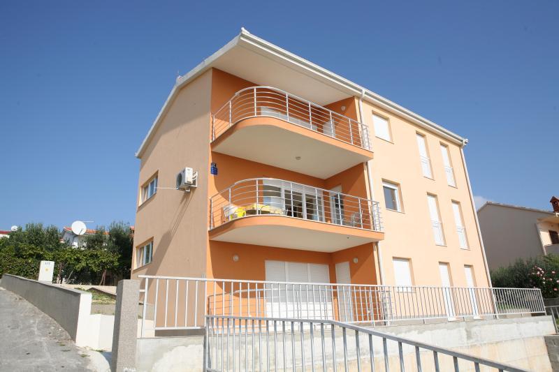 Apartment Franić 2  *** - Image 1 - Okrug Gornji - rentals
