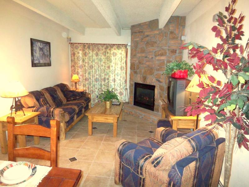 Great Room. Southwestern Mountain decor. - Mountain Style in the Heart of Frisco. 3 LCD TVs, Wifi, Pool, Spa - Frisco - rentals