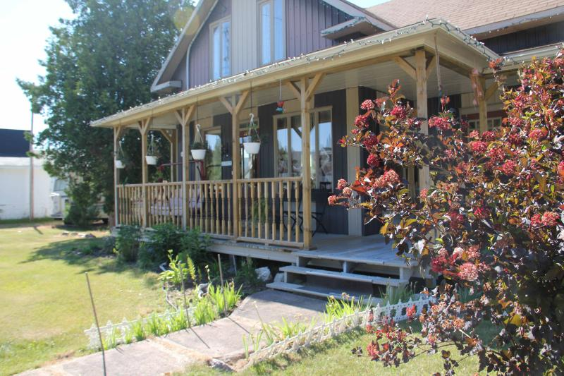 Maison centenaire - GITE DAME CLO Bed & Breakfest  Grey room - Lac-Bouchette - rentals