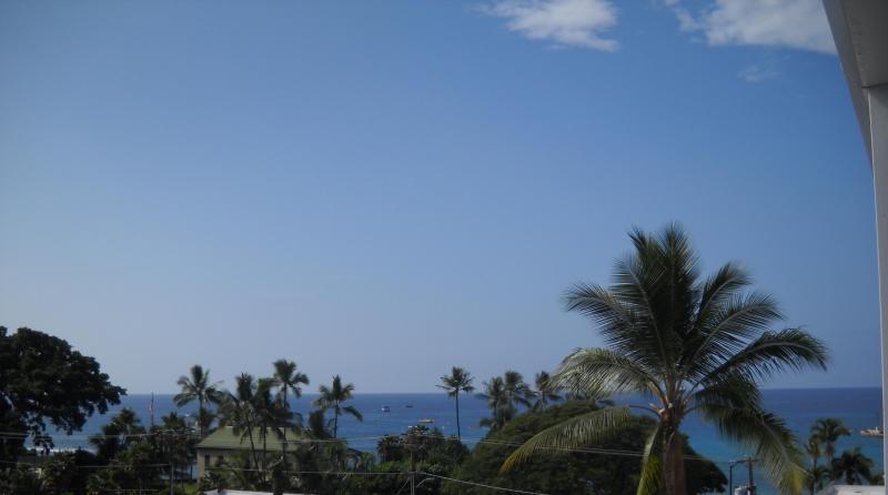 SLICE OF PARADISE OCEAN VIEWS & LOCATION-FARMER MKT - A/C,  COOKTOP - Image 1 - Kailua-Kona - rentals